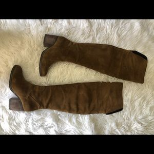 Hinge cognac over the knee boots